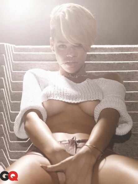 rihanna-topless2