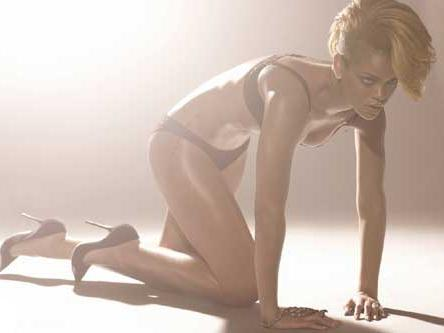 rihanna-topless3