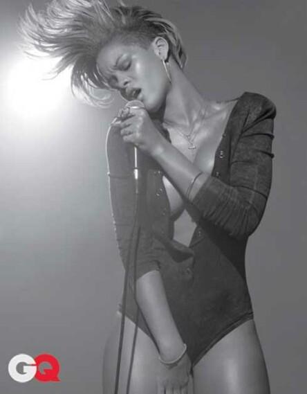 rihanna-topless4