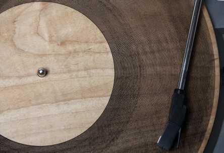 Грампластинка из дерева